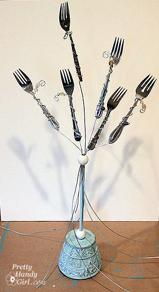 Old forks? Use them in this creative DIY fork photo holder! | Pretty Handy Girl #prettyhandygirl #tutorial #DIY