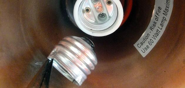 4 Ways to Remove a Broken Light Bulb