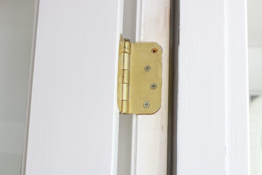 missing screw in hinge