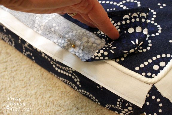 Sewing a Bench Cushion with Piping sewing corners