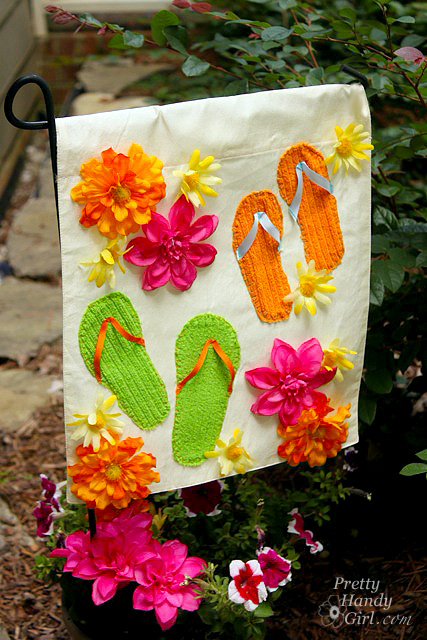 Make a Summer Garden Flag from a Dollar Store Placemat | Pretty Handy Girl