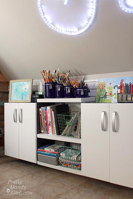 cabinets_shelves_flow_wall_left_signlit
