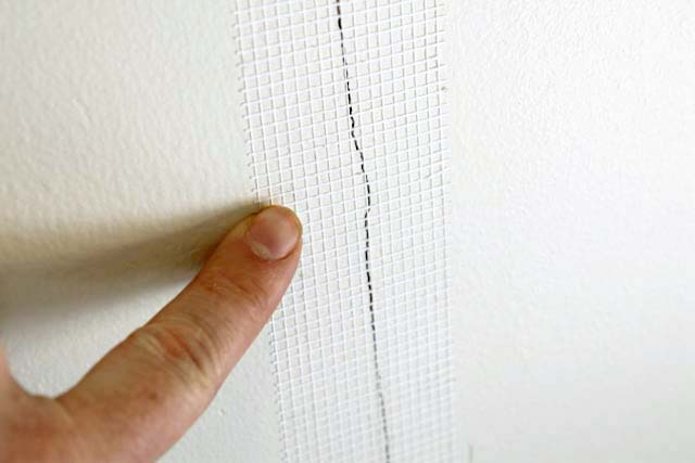 Mesh Sheetrock Tape : Cracks in drywall steps to a permanent fix with m