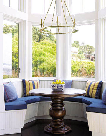 California_blue_white_breakfast_nook