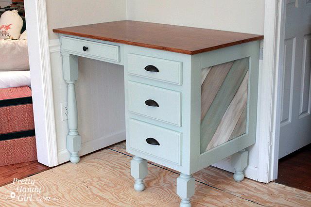 finished_kitchen_desk