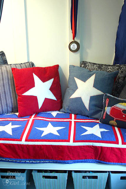 star_pillows_on_bench