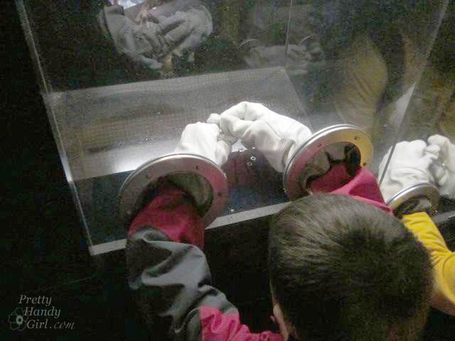 astronaut_gloves