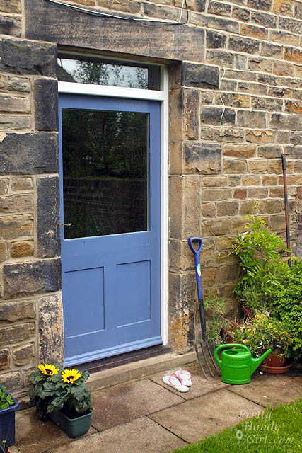 blue_door_to_courtyard