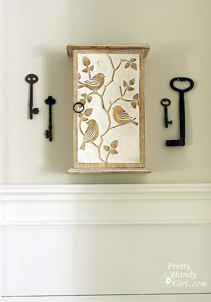 hung_key_box_antique_keys