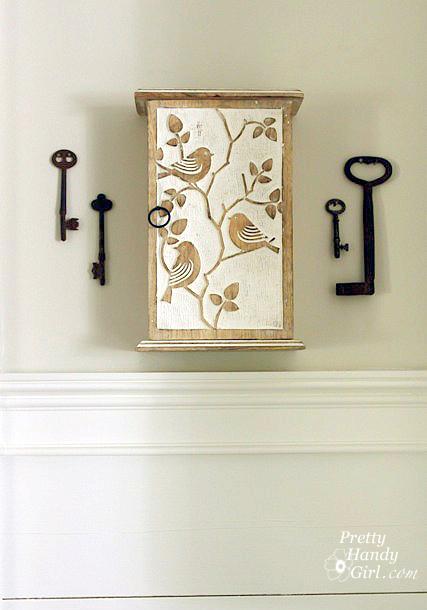 hung_key_box_antique_keys