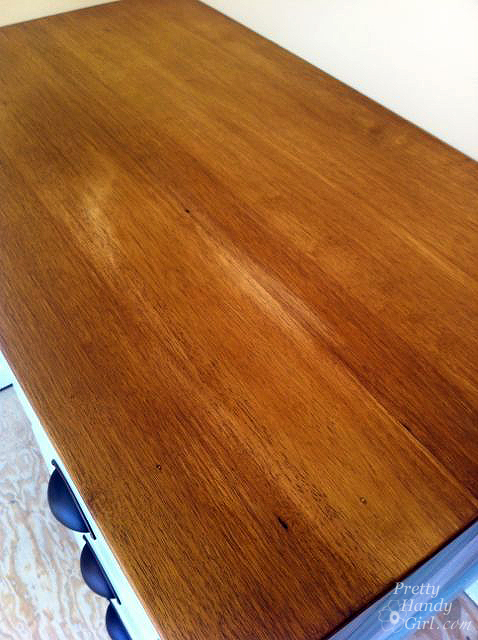 uneven_staining_desk