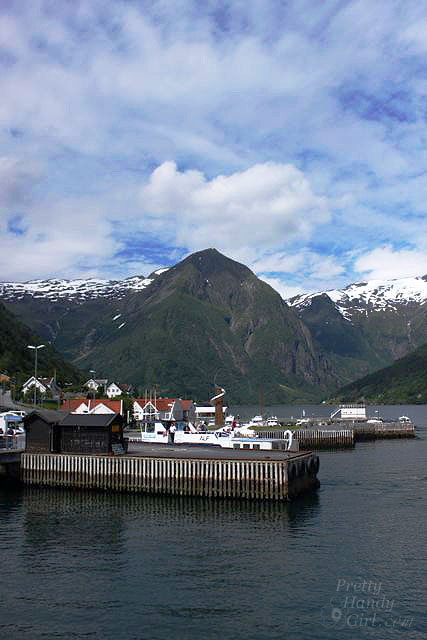 port_along_fiord