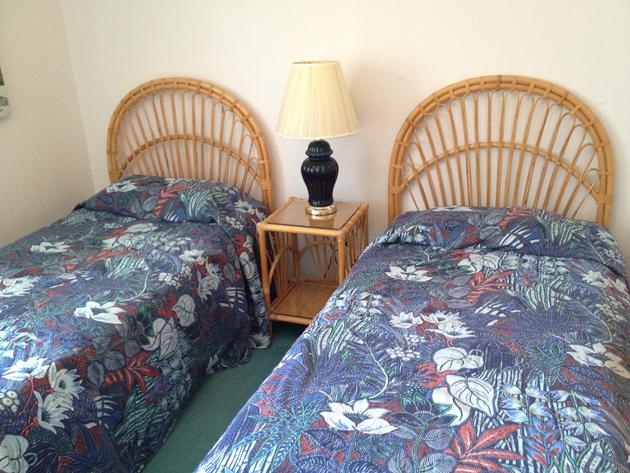 twin-bedroom-before