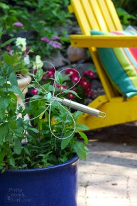 Dragonfly Garden Decor using a Dollar Store Whisk and Skewer | Pretty Handy Girl