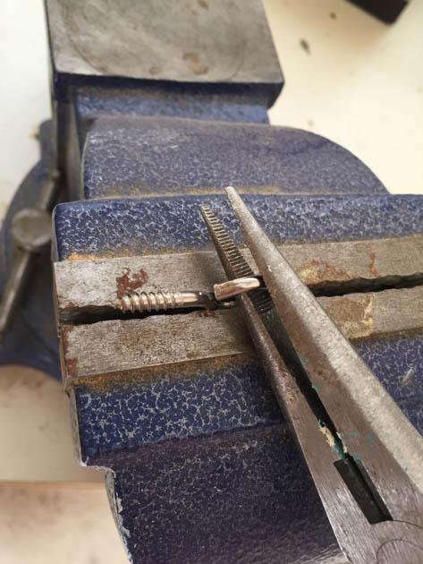 opening-eyelet-screws