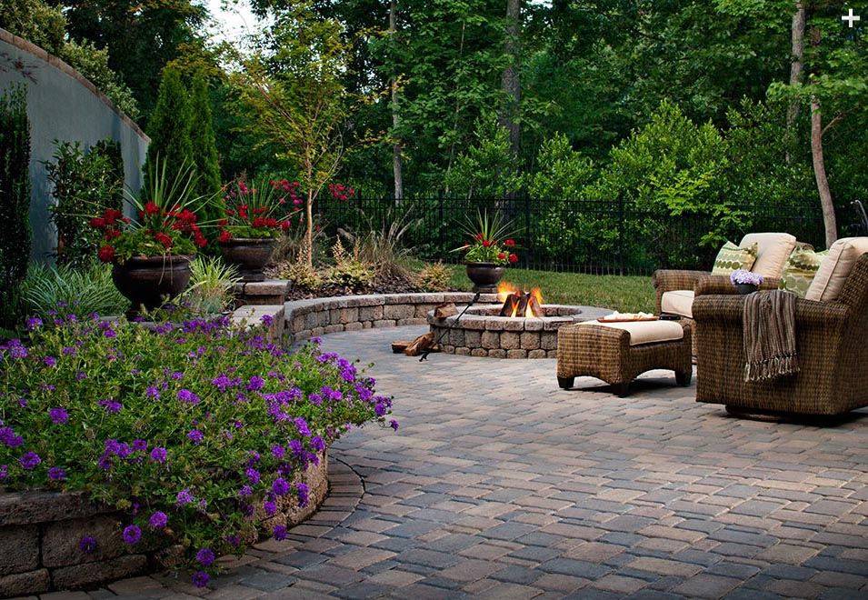 patio-retaining-wall-Belgard