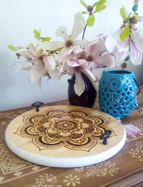 Bliss on a Budget - Rustic Medallion DIY Tray | DIY Like a Boss Feature