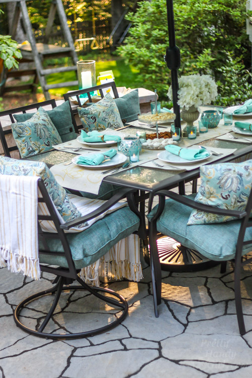 Decorating ideas for an outdoor garden party pretty for Outdoor dinner party decorating ideas