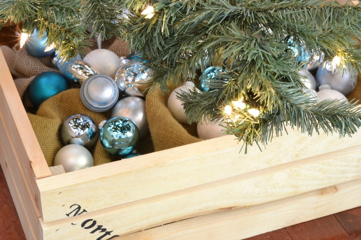 Diy christmas tree crate pretty handy girl solutioingenieria Gallery