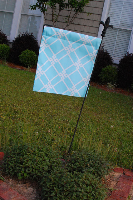 8 Small Gardens That Will Inspire You In Any Season: DIY Garden Flags For Every Season