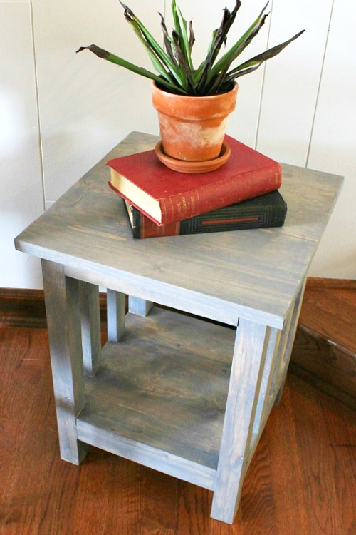 Epic How to Build a Simple Mission Style End Table