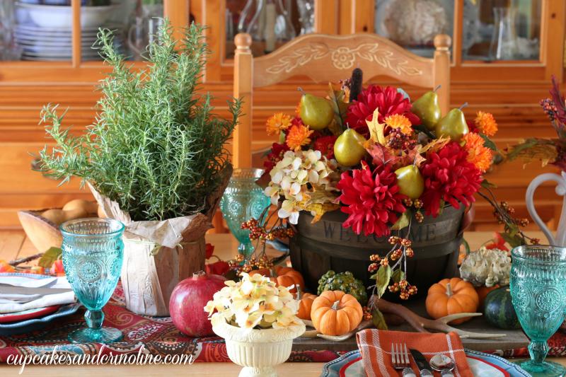 Thanksgiving-tablescape-and-centerpiece-cupcakesandcrinoline.com_