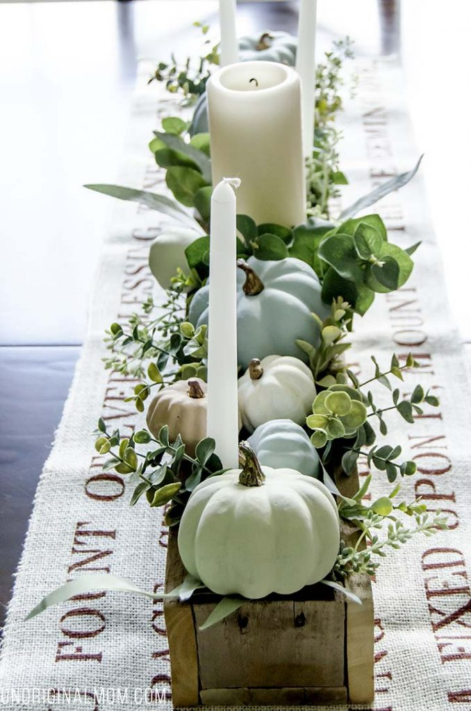 fall-centerpiece-with-chalk-paint-pumpkins-unoriginal-mom
