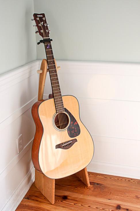folding-rustic-wood-guitar-stand