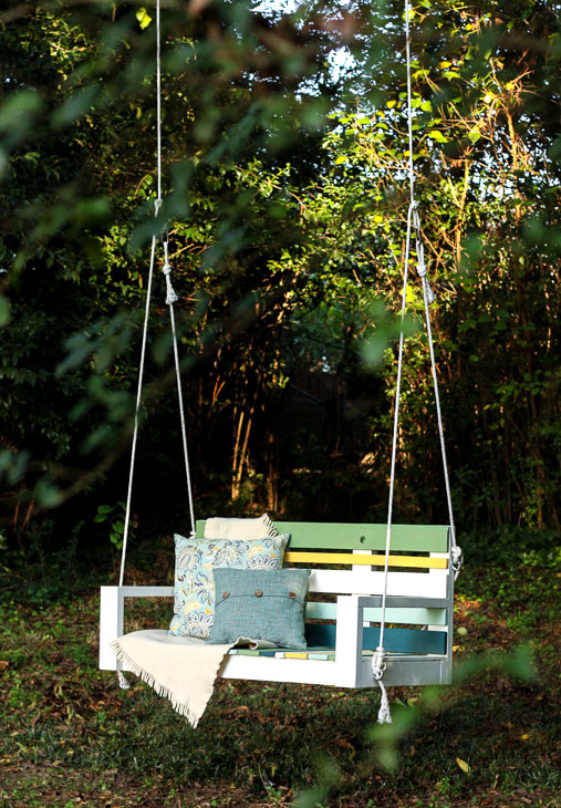 Building A Striped Porch Swing Using Pallet Wood Pretty