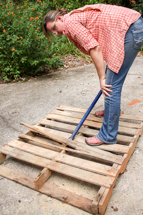 4 of the Easiest Ways to Remove Pallet Wood