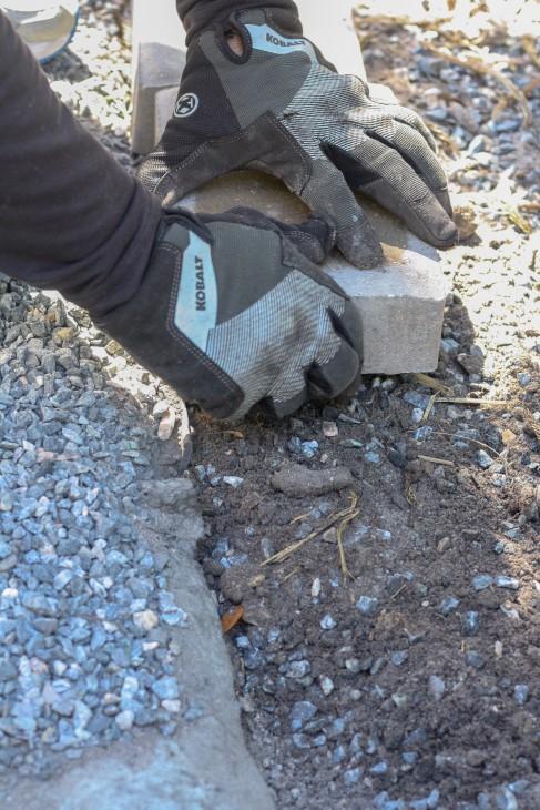 Installing Concrete Paver Edging