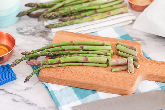 cut ends off of asparagus