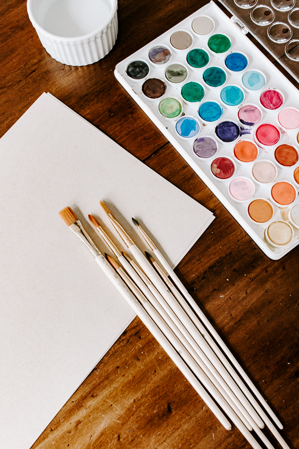 Use watercolor and watercolor brushes and paper to create your watercolor painted flowers